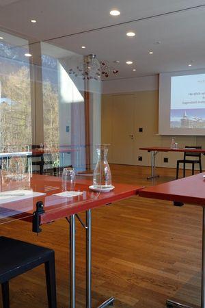 Glasklare Schutzmassnahmen für erfolgreiche Seminare