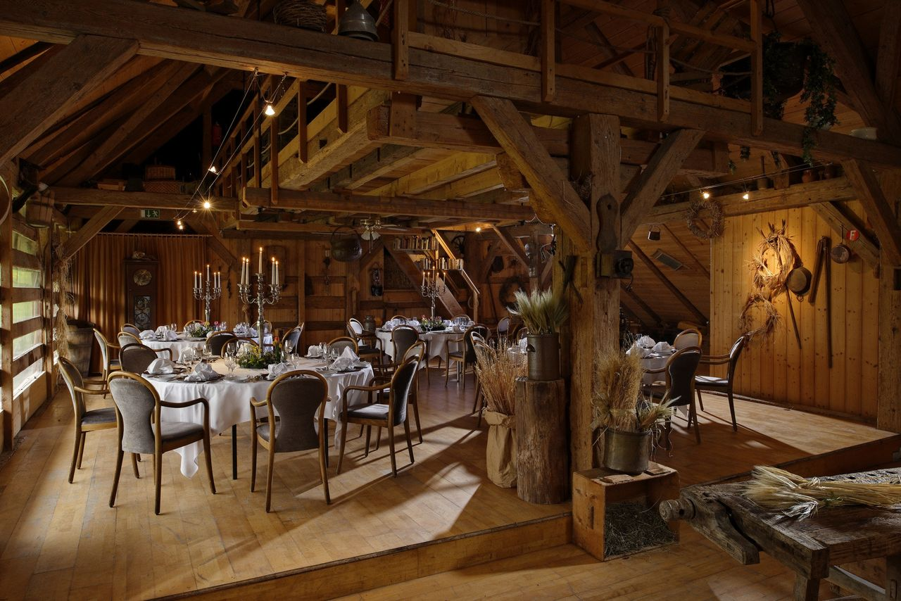 Alexander Gerbi Hotels - Dinner in the barn
