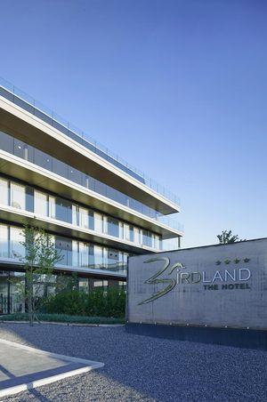BIRDLAND - The Hotel****
