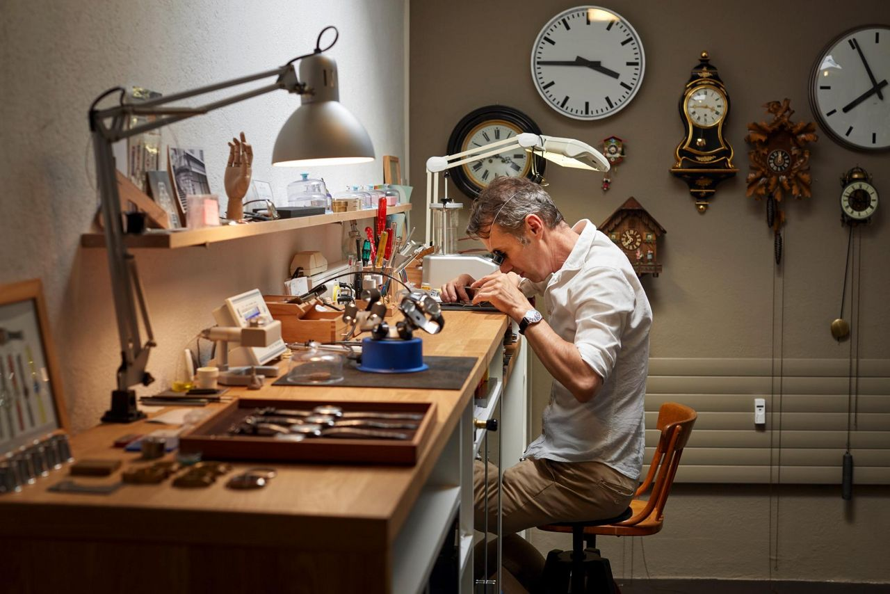 Hess Watches - Visiting the watchmaker