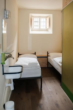 Guided prison tour with aperitif